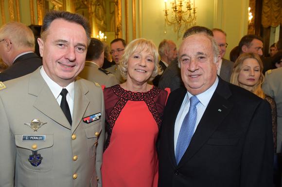 18. Le général Christian Peraldi, la photographe Evelyne Dufond et Alain Reynaud, consul du Tchad