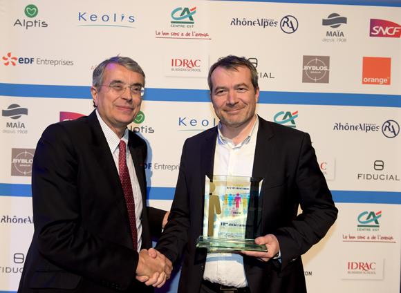 21. Trophée de l'international remis à Christophe Poitevin (Téléviseurs Agath) par Jean-Jack Queyranne, président du Conseil Régional