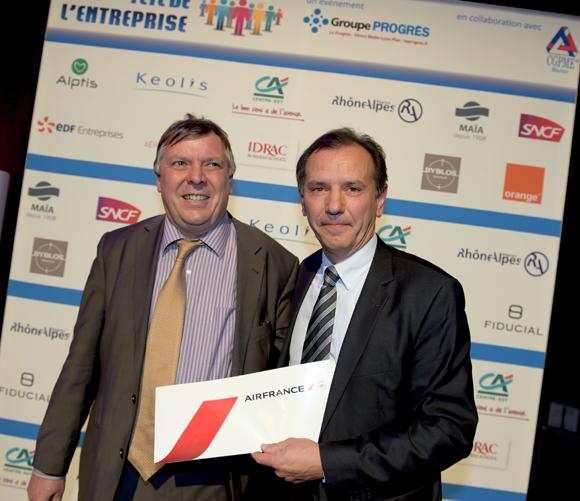 30. Tirage au sort Air France. Le gagnant Jacques Bartier (EGEE) et Antoine Biton (Air France)