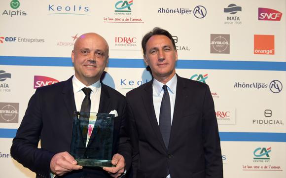 31. Trophée du chef d'entreprise de l'année remis à Bruno Da Silva (Retail global solutions) par Christophe Gruy, président du groupe Maia