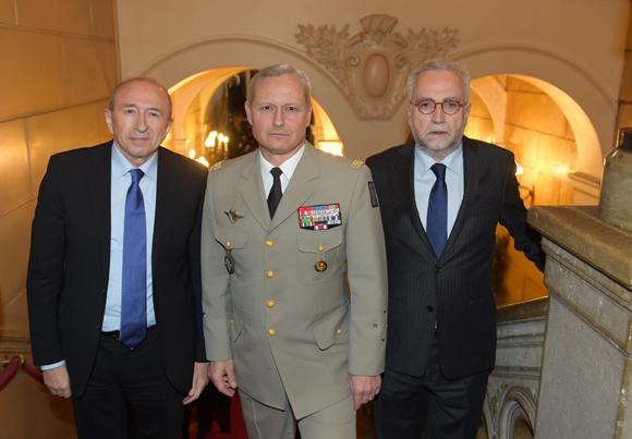 6. Gérard Collomb, sénateur maire de Lyon, le général Pierre Chavancy, gouverneur militaire de Lyon et Jean-Yves Secheresse, adjoint à la Sécurité