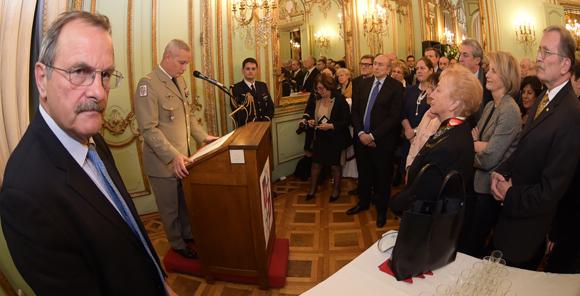 9. Discours du gouverneur militaire de Lyon sous l'œil vigilant du préfet de Lyon