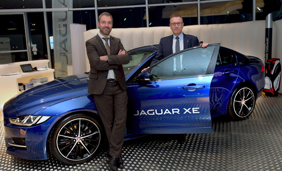 nouvelle jaguar xe la berline sportive sort ses griffes. Black Bedroom Furniture Sets. Home Design Ideas
