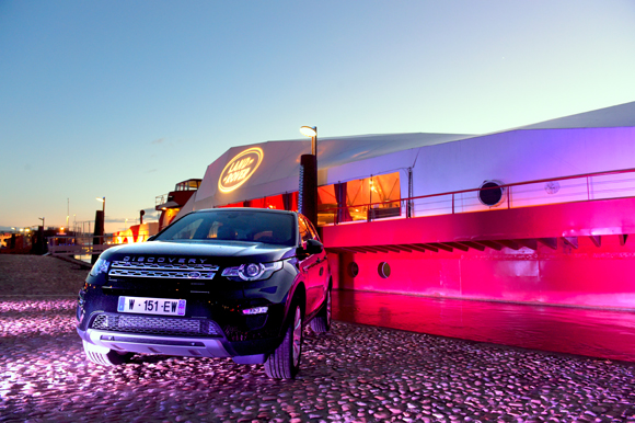 land rover la plateforme le nouveau discovery sport sur le pont. Black Bedroom Furniture Sets. Home Design Ideas