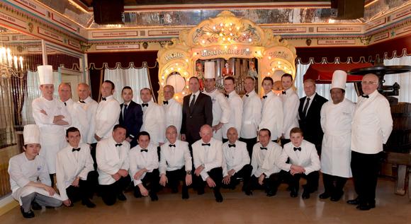 2. Vincent le Roux, le chef MOF Olivier Couvin et l'équipe de l'Abbaye de Collonges