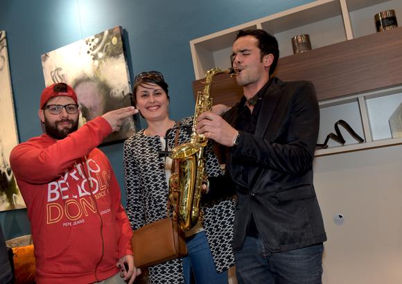 27. Pouch (Boston Café), Amélie Tolachides et Sandy Grégoris (SDY Music)