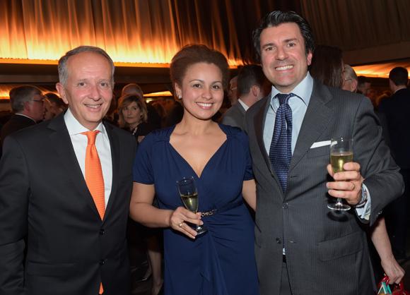 37. Eric Vernusse (Banque Rhône-Alpes), Pierfrancesco Carino (Emirates) et son épouse Solanby