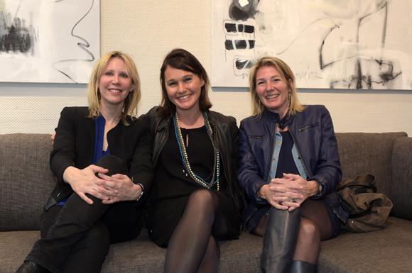 7. Le docteur Armelle Chichery, Sandrine Chausson (Raphaele Mobilier Contemporain) et l'artiste-peintre Julie Charbon