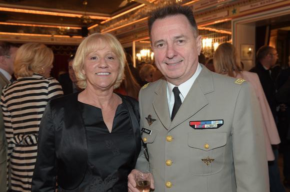 7. La photographe Evelyne Cureau et le général Christian Peraldi