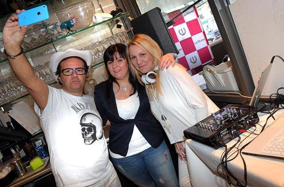 8. DJ Chris, ses fans Marine et Steph Dacq