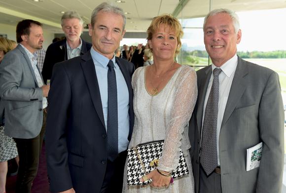 1. Jean-Jacques Selles, conseiller délégué au Sport de la Métropole, son épouse Valérie et Jean-Claude Ravier, président des Hippodromes de Lyon