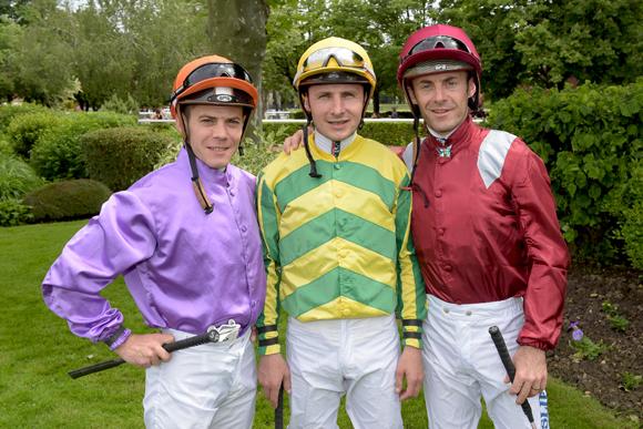 26. Les jockeys Raphaël Marceli, Stéphane Pasquier et Olivier Peslier