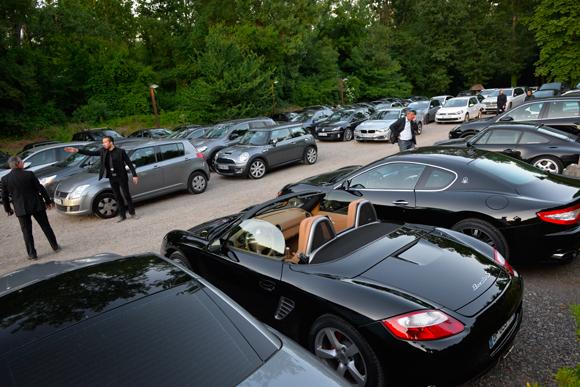 1. Parking plein, sécurité efficace de l'équipe de Gérard