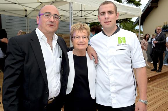 2. Franck Sucillon, sa maman Renée et Adrien