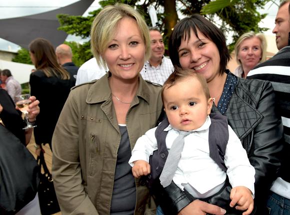 23. Anne-Lise Rognard, chef des pompier de saint paul de Varax, Aaron et sa maman Claire Duverger