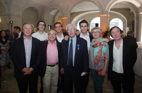 2. André Soulier entouré des membres de sa famille