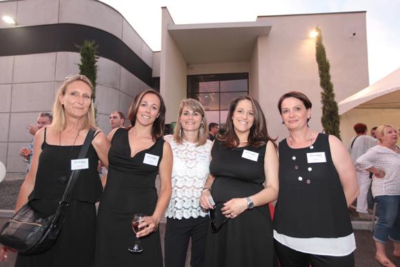 34. L'équipe féminine de One System : Jennifer, Sandie, Maxence, Marine et Peggy