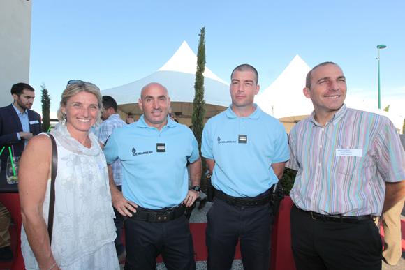 4. Fabienne et Christophe Quatrini (Charvet Industries) autour du lieutenant Jean et du Major Hervé Absolu (Gendarmerie de Miribel)