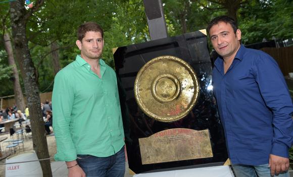 7. Le rugbyman Pascal Pape, capitaine du Stade Français et Greg Maire (Restaurant l'Ile)