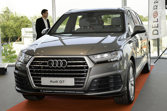 la nouvelle audi q7 en vedette chez delorme automobiles. Black Bedroom Furniture Sets. Home Design Ideas