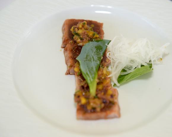 21. Thon mariné à l'aigre doux et huitre végétale, concocté par Mathieu Viannay (Mère Brazier)