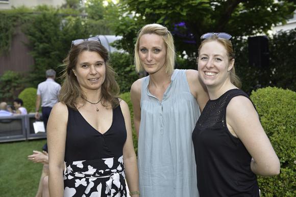 23. Nathalie Roffi (Mapi), Clémence Laborie (Bioderma) et Andrea Murison (Mapi)
