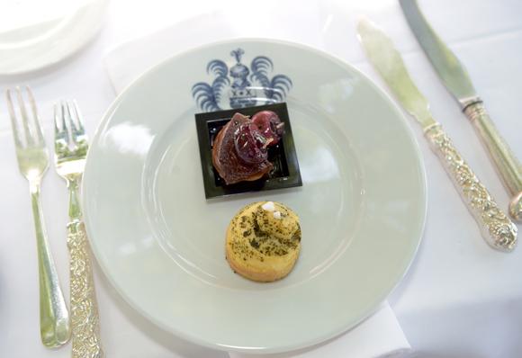 23. Foie gras chaud à la cerise, miel et safran des pierres dorées