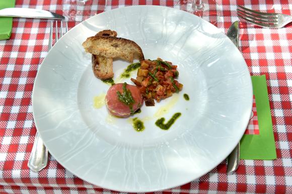 4. Tomate confite, crémeux de fromage blanc, minute de légumes au pistou, concoctée par Joseph Viola (Daniel et Denise)