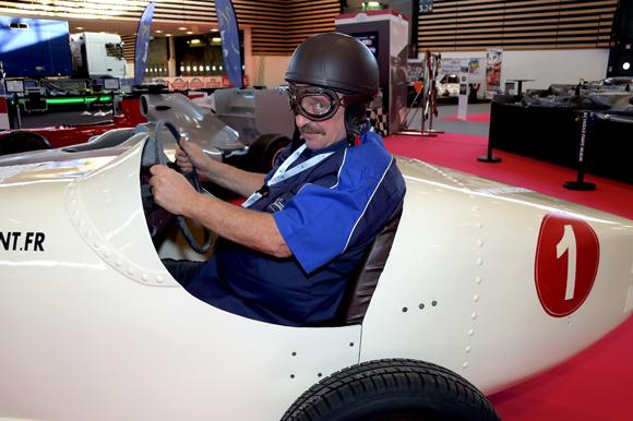 3. François dans sa voiture de course