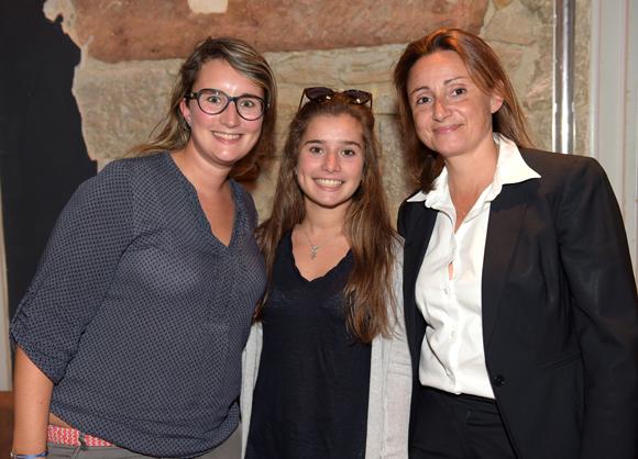 37. Maryll Guilloteau, conseillère du 2ème arrondissement, sa sœur Clémence et Sophie Cruz
