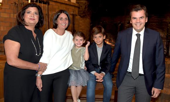 12. Françoise Bernachon, sa fille Candice, son époux Arnaud Xerri, leurs enfants Ambre et Andréa
