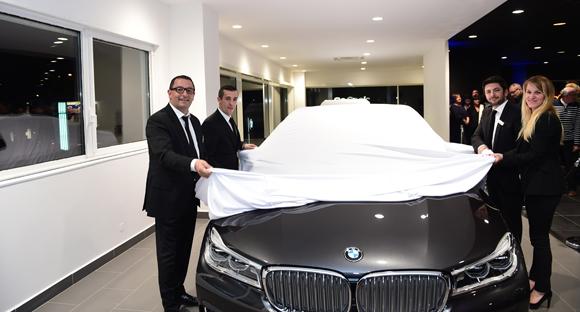 15. L'équipe de la concession dévoile la nouvelle BMW série 7