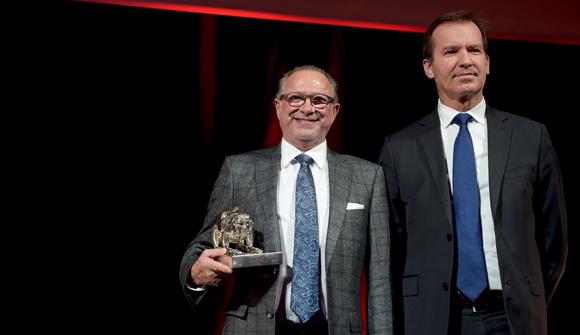 44. Trophée du bouchon lyonnais de l'année, remis par Samuel Frugier, directeur de Réseau Rhône-Alpes Auvergne LCL à Gilles Maysonnave (Chez Brunet)