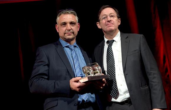 46. Trophée de la Bistronomie remis par Pierre-Edouard Noël, directeur Brake France à Frédéric Cote (Au Colombier)