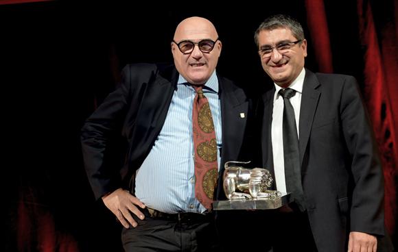 47. Trophée de la Cuisine du Monde, remis par Christian Missirian, directeur EDF commerce Rhône-Alpes à Toto Li Vigni (Restaurant Toto Li Vigni)