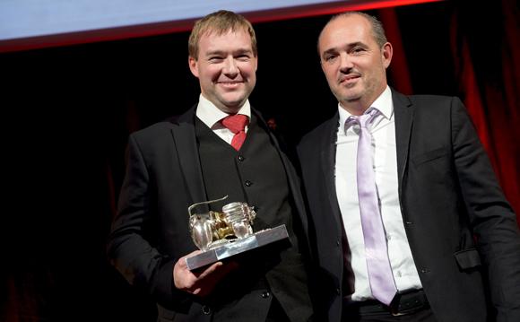 49. Trophée du sommelier de l'année remis par Erik Murgier, président Murgier SA à Gaëtan Bouvier