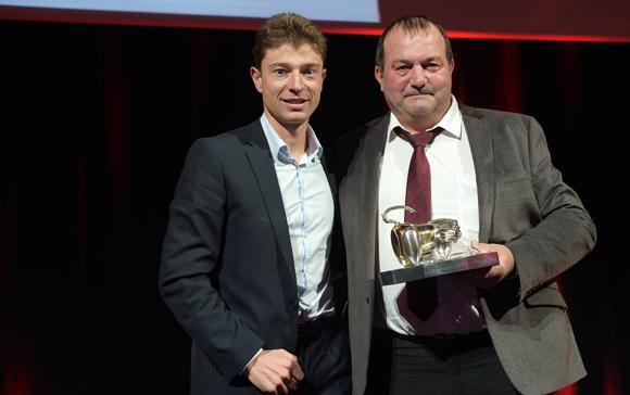 53. Trophée Grande table de l'année remis par Gilles Paris, président Inter Beaujolais à Jean Sulpice (Val Thorens)