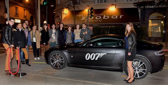 18. James Bond et ses fans devant Le ZooBar