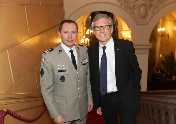 1. Le colonel Gilles Coulougnon et Hugues Pouzet, consul d'Estonie