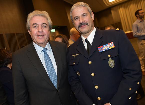 11. Maître Richard Brumm, adjoint aux Finances et le général Jean-Jacques Borel, commandant la défense aérienne