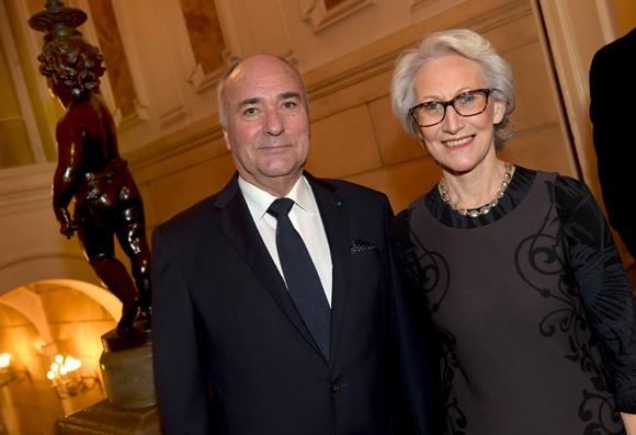 23. Roland Roux de Chavanes, président de l'Union des consuls Honoraires en France et son épouse Raphaëlle