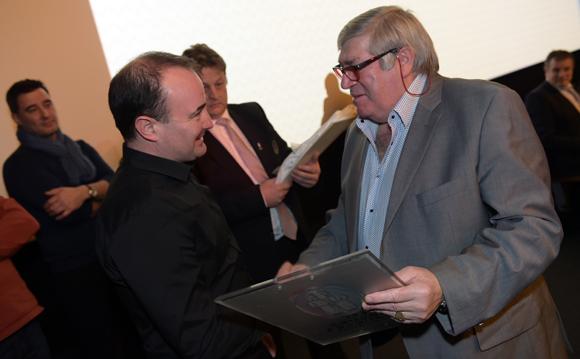 25. Michel Cruz remet sa plaque à Fabrice Bonnot (Cuisine & Dépendance)
