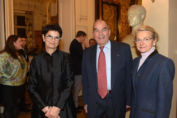 27. Catherine de Kersauson, présidente de la Cour régionale des Comptes, François Mestrallet et son épouse Odile
