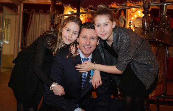 40. Maître Christophe Cottet-Bretonnier entouré de ses filles Charlotte et Doriane