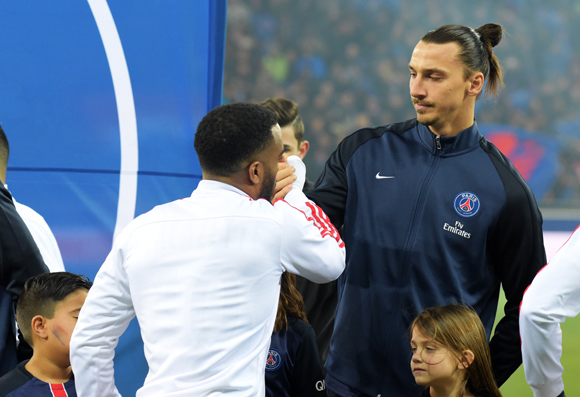 39. Bras de fer d'Alexandre Lacazette et de Zlatan Ibrahimovic