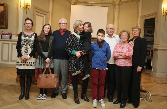 21. Sophie Moreau entourée des membres de sa famille
