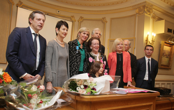 28. Photo de famille avec les élus et le président de la Ligue contre le cancer 69