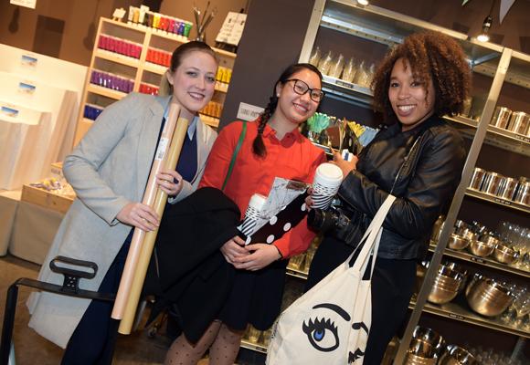 11. Les bloggeuses Celine Suisse (Baratine Moi), Minh Thy Nguyen (Bleu Reine) et Aida Dubourg (Little Wonder Lust)