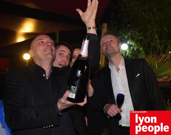 49. Que le champagne coule à flot…
