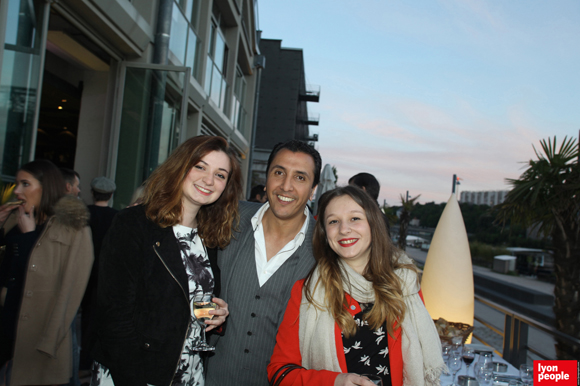 19. Jamal Hammouche, directeur de Supdemod entouré de ses élèves, Lauriane Rousseau et Laurie Jomin